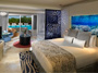 Luxury Junior Suite Royal Service Swim-up